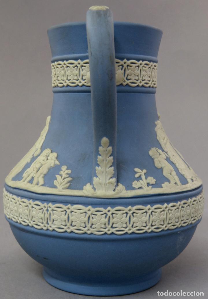 Antigüedades: Jarra porcelana mate azul y blanco Wedgwood decoración en relieve principios del siglo XX - Foto 4 - 223559296
