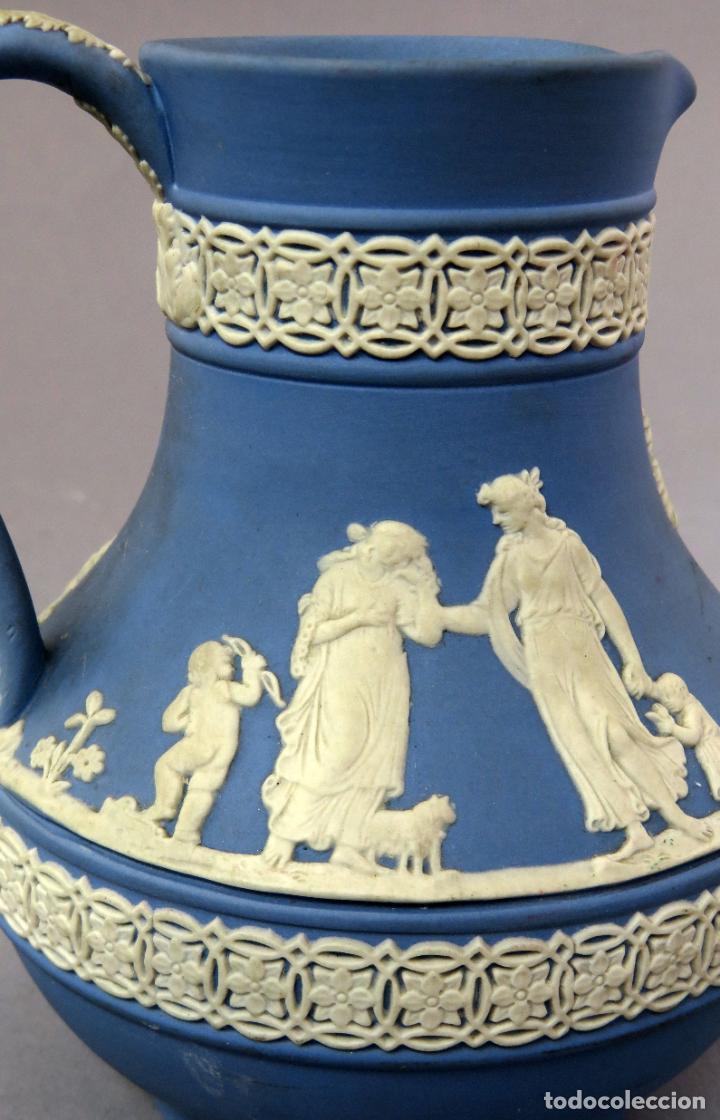 Antigüedades: Jarra porcelana mate azul y blanco Wedgwood decoración en relieve principios del siglo XX - Foto 5 - 223559296