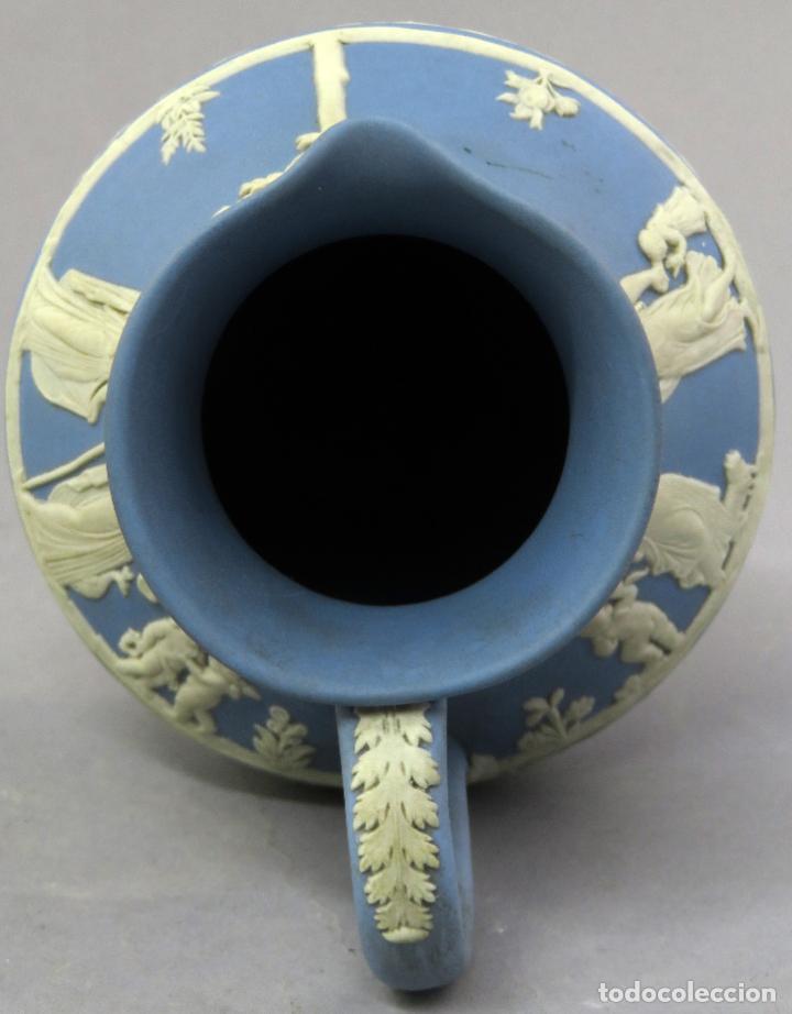 Antigüedades: Jarra porcelana mate azul y blanco Wedgwood decoración en relieve principios del siglo XX - Foto 9 - 223559296