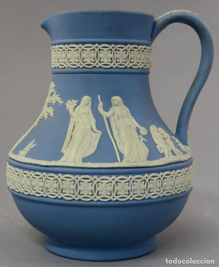 JARRA PORCELANA MATE AZUL Y BLANCO WEDGWOOD DECORACIÓN EN RELIEVE PRINCIPIOS DEL SIGLO XX (Antigüedades - Porcelanas y Cerámicas - Inglesa, Bristol y Otros)