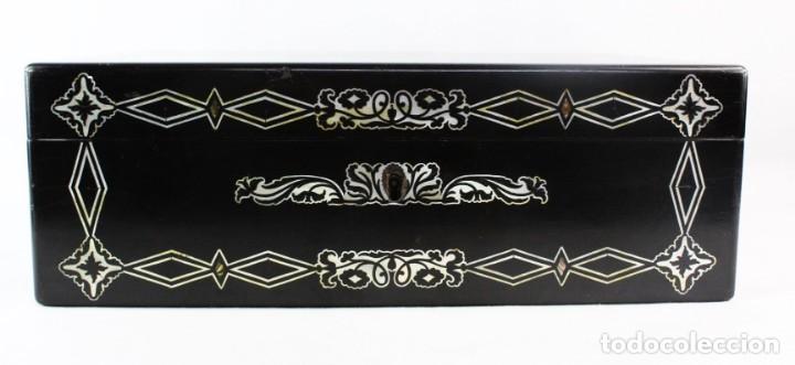 Antigüedades: Escribanía. Madera lacada y taraceado de nácar. UK ca 1880. Lacquered & mother of pearl writing desk - Foto 3 - 223587467