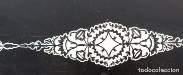 Antigüedades: Escribanía. Madera lacada y taraceado de nácar. UK ca 1880. Lacquered & mother of pearl writing desk - Foto 5 - 223587467