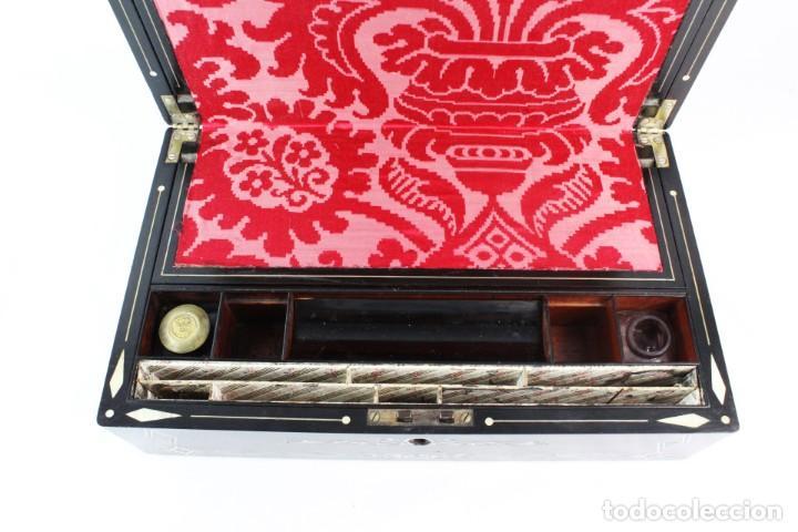 Antigüedades: Escribanía. Madera lacada y taraceado de nácar. UK ca 1880. Lacquered & mother of pearl writing desk - Foto 8 - 223587467