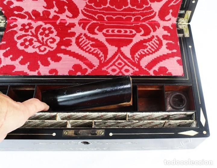 Antigüedades: Escribanía. Madera lacada y taraceado de nácar. UK ca 1880. Lacquered & mother of pearl writing desk - Foto 9 - 223587467