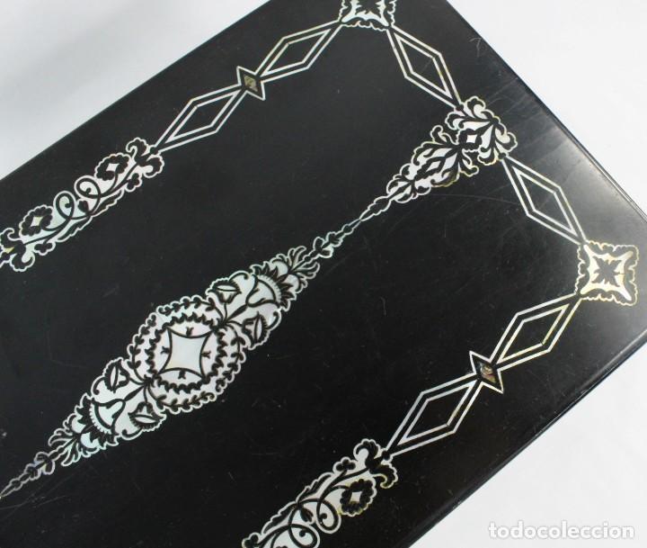 Antigüedades: Escribanía. Madera lacada y taraceado de nácar. UK ca 1880. Lacquered & mother of pearl writing desk - Foto 17 - 223587467