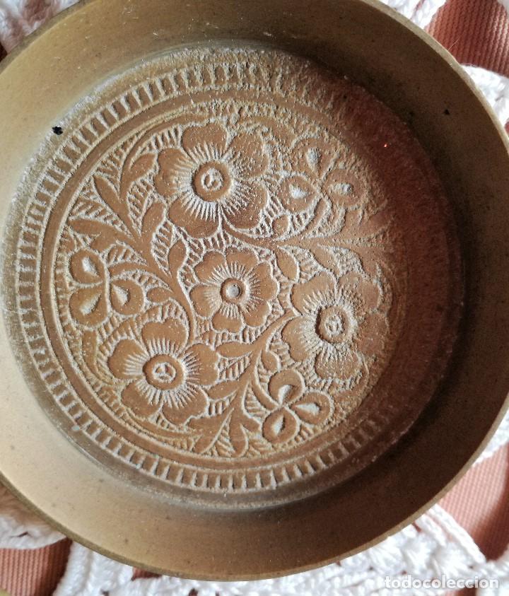 Antigüedades: SET DE 6 PLATITOS DE BRONCE CON GRABADOS - Foto 4 - 223605407