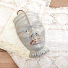 Antigüedades: CURIOSA MÁSCARA DECORATIVA METÁLICA DE NEGRO AFRICANO ESCLAVO. Lote 223640766