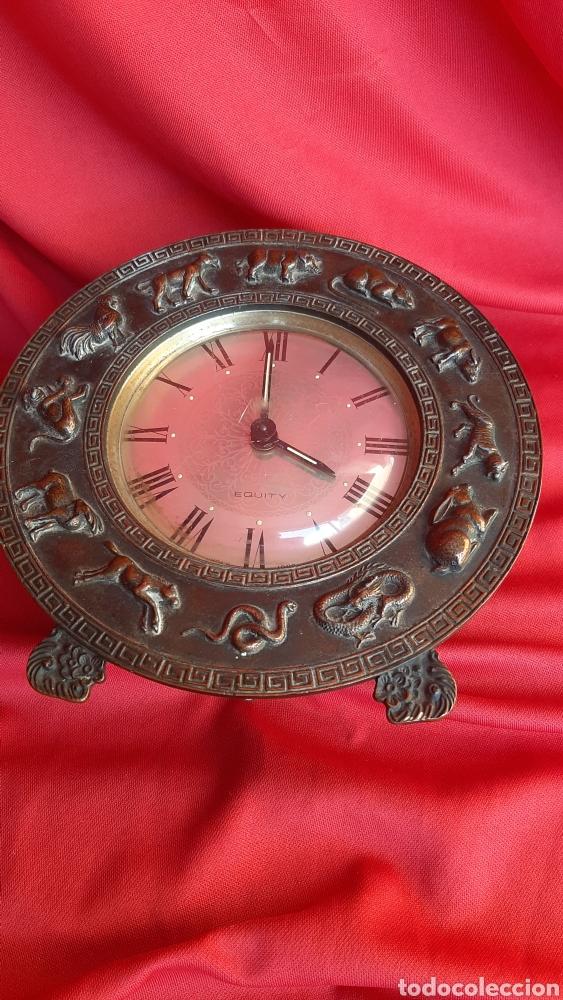Antigüedades: antiguo reloj a cuerda bronce - Foto 3 - 223641105