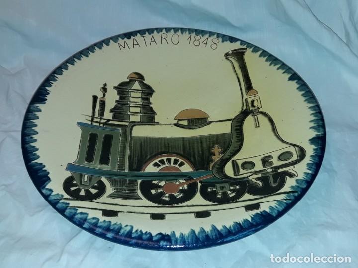 BELLO GRAN PLATO DE CERÁMICA PUIGDEMONT FERROCARRIL MATARÓ 34.5CM LA BISBAL (Antigüedades - Porcelanas y Cerámicas - La Bisbal)