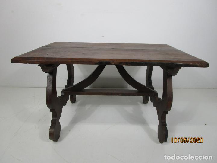 ANTIGUA MESA DE CENTRO PATA DE LIRA (Antigüedades - Muebles Antiguos - Mesas Antiguas)