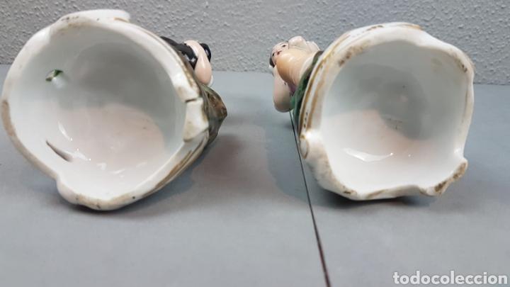 Antigüedades: Pareja de pastores. VIOLETEROS en porcelana Francesa. VIEJO PARIS. - Foto 10 - 218539701