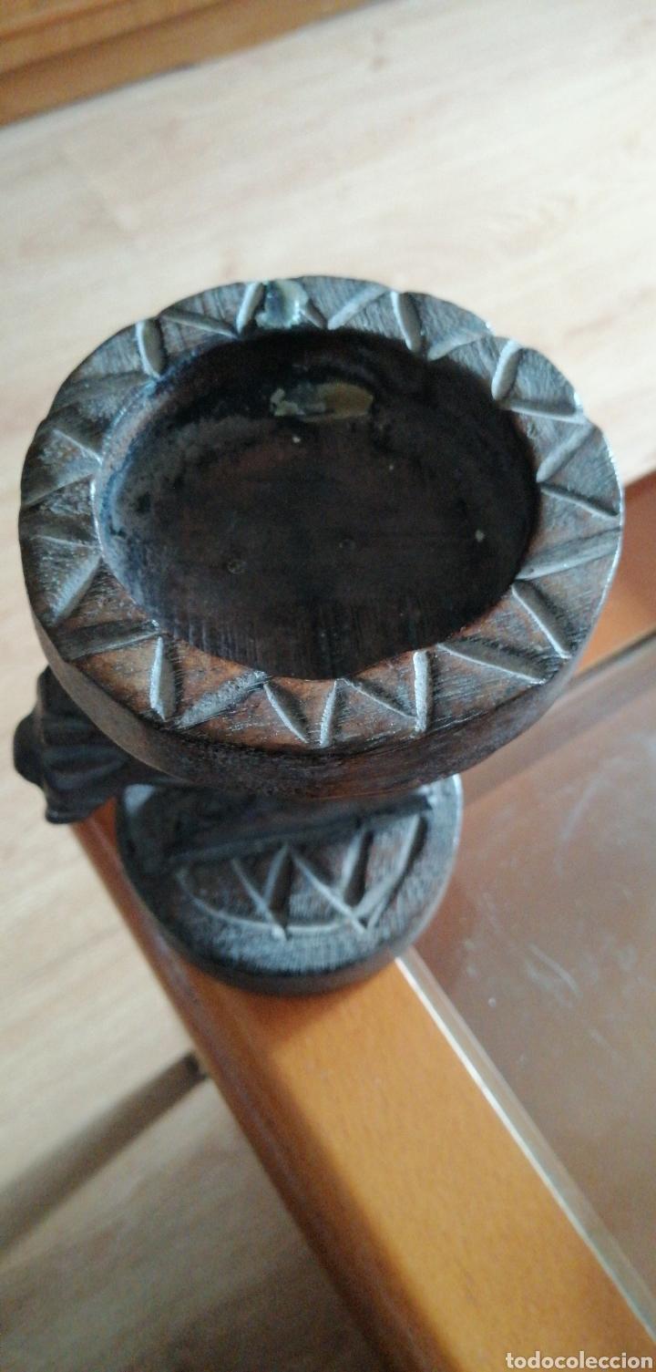 Antigüedades: ANTIGUO POSAVELAS LABRADO HECHO EN MADERA - Foto 4 - 223798825