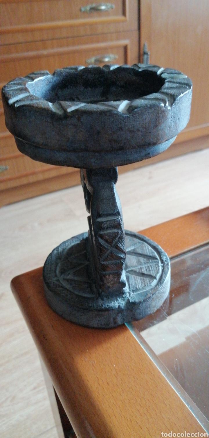 Antigüedades: ANTIGUO POSAVELAS LABRADO HECHO EN MADERA - Foto 5 - 223798825