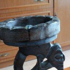 Antigüedades: ANTIGUO POSAVELAS LABRADO HECHO EN MADERA. Lote 223798825