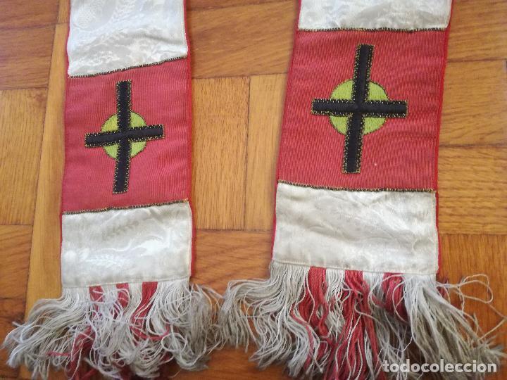 ANTIGUA ESTOLA DE SEDA ADAMASCADA CON BORDADOS EN HILO DE COLORES - LONGITUD TOTAL: 250 CM APROX. (Antigüedades - Religiosas - Casullas Antiguas)