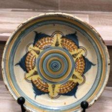 Antigüedades: INUSUAL PLATO EN CERÁMICA DE TRIANA ( SEVILLA). Lote 223870315