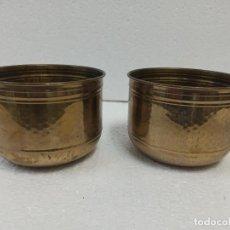 Antigüedades: PAREJA DE MACETEROS DE LATÓN. CG1. Lote 223886181