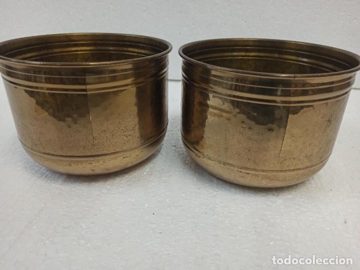Antigüedades: Pareja de maceteros de latón. CG1 - Foto 5 - 223886181