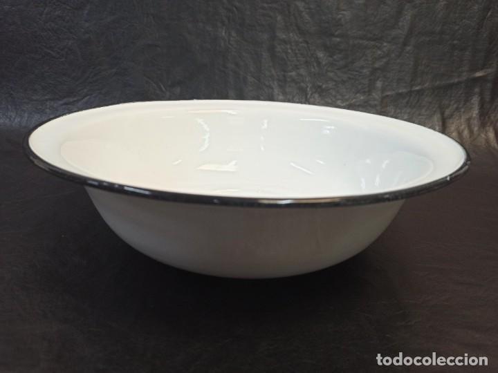 PALANGANA DE METAL CON BAÑO DE PORCELANA. CG2 (Antigüedades - Porcelanas y Cerámicas - Otras)