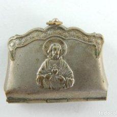 Antiquités: ANTIGUA CAJA CAJITA DE METAL PARA ESCAPULARIO O OTRO. Lote 223897778