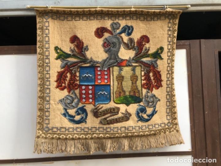 ANTIGÜO TAPIZ REPOSTERO CON ESCUDO HERÁLDICO , CON APELLIDOS JOVER SUÁREZ . (Antigüedades - Hogar y Decoración - Tapices Antiguos)