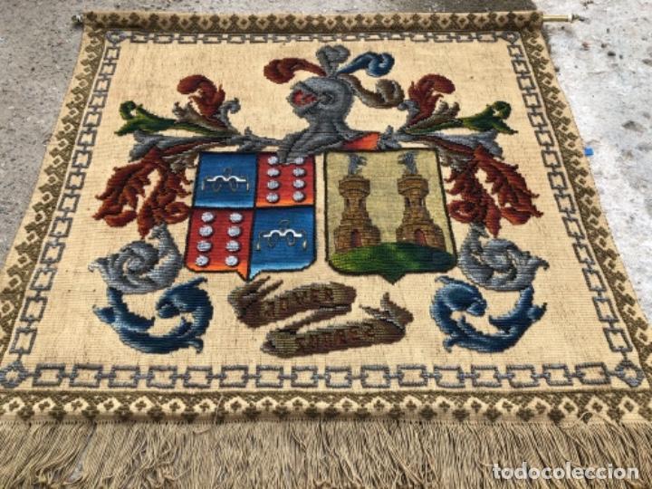 Antigüedades: ANTIGÜO TAPIZ REPOSTERO CON ESCUDO HERÁLDICO , CON APELLIDOS JOVER SUÁREZ . - Foto 5 - 223904376