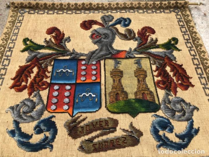 Antigüedades: ANTIGÜO TAPIZ REPOSTERO CON ESCUDO HERÁLDICO , CON APELLIDOS JOVER SUÁREZ . - Foto 6 - 223904376