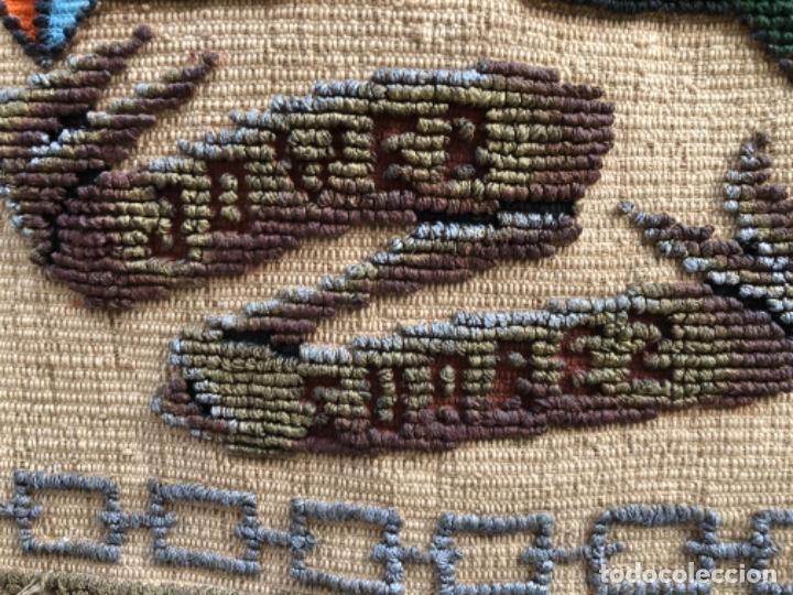 Antigüedades: ANTIGÜO TAPIZ REPOSTERO CON ESCUDO HERÁLDICO , CON APELLIDOS JOVER SUÁREZ . - Foto 11 - 223904376