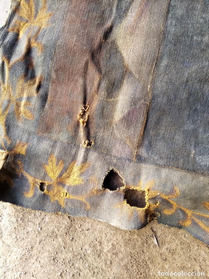 Antigüedades: bonito antiguo tapiz tintado pintado en tela gruesa tipo alfombra . virgen 95 / 115 cm - Foto 6 - 223928633