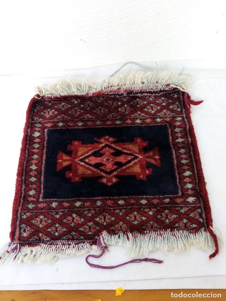 Antigüedades: Pequeño tapiz persa tejido a mano.lana pura - Foto 2 - 223931855