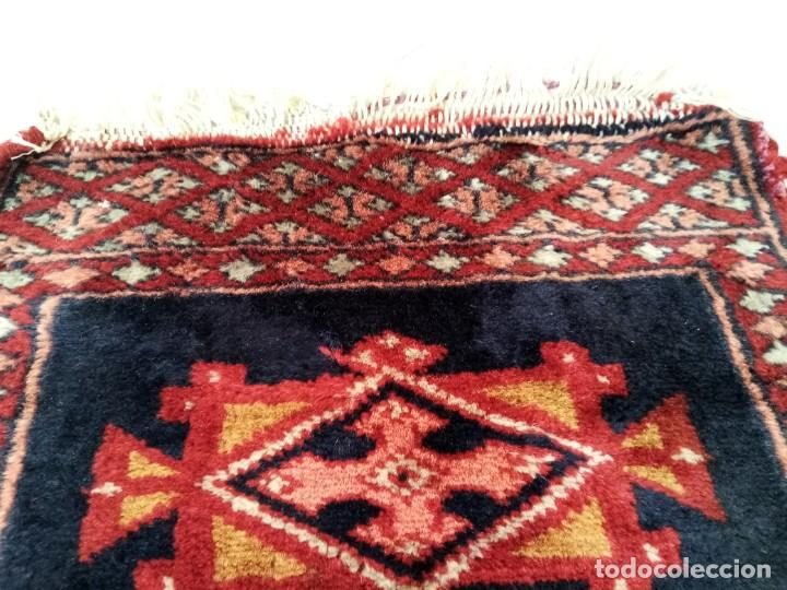 Antigüedades: Pequeño tapiz persa tejido a mano.lana pura - Foto 3 - 223931855