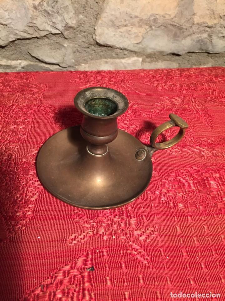 ANTIGUO CANDELABRO / PALMATORIA DE BRONCE DE FINALES SIGLO XI CON ASA (Antigüedades - Iluminación - Candelabros Antiguos)