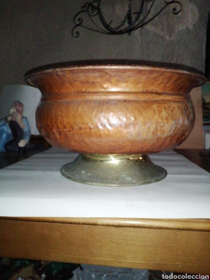 Antigüedades: Palangana o macetero en cobré y laton - Foto 2 - 223949447