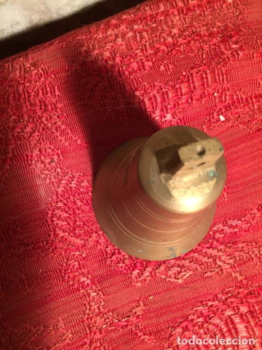 Antigüedades: Antigua pequeña campana / campanilla de latón de los años 30-40 para ganado - Foto 3 - 223976888