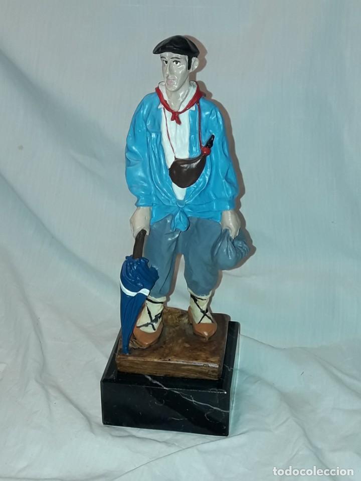 Antigüedades: Preciosa escultura resina policromada El Celedón Campesino Alavés con base de mármol 28cm - Foto 2 - 223980803