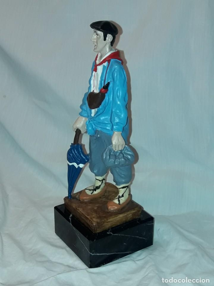 Antigüedades: Preciosa escultura resina policromada El Celedón Campesino Alavés con base de mármol 28cm - Foto 4 - 223980803