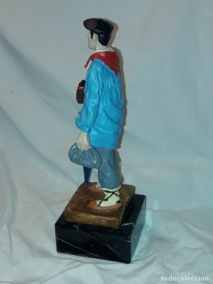 Antigüedades: Preciosa escultura resina policromada El Celedón Campesino Alavés con base de mármol 28cm - Foto 5 - 223980803