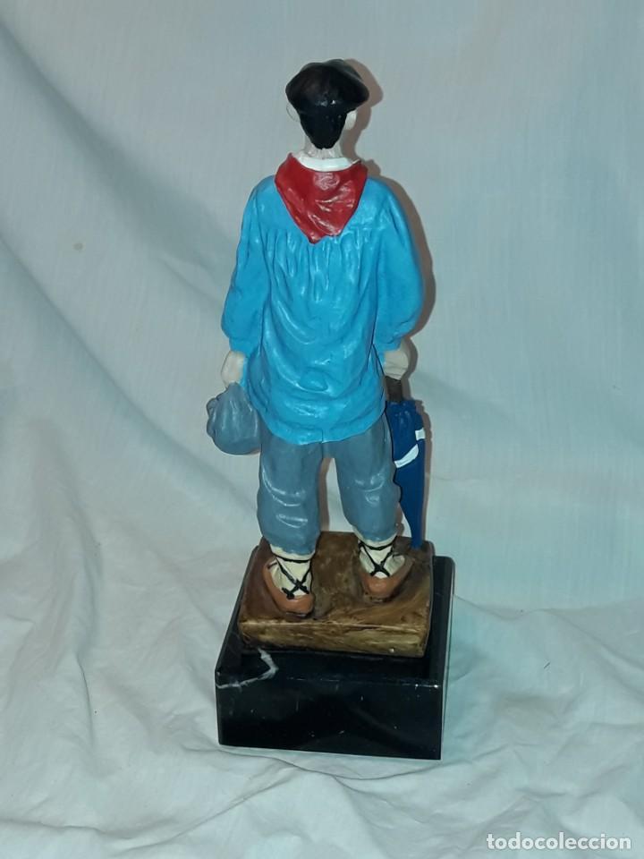 Antigüedades: Preciosa escultura resina policromada El Celedón Campesino Alavés con base de mármol 28cm - Foto 6 - 223980803