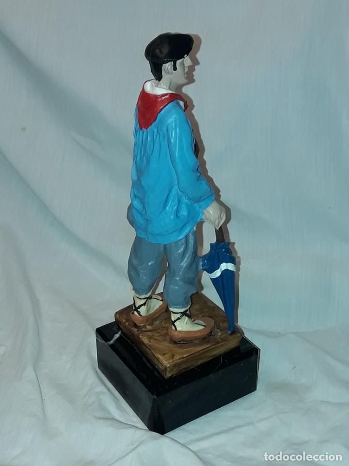 Antigüedades: Preciosa escultura resina policromada El Celedón Campesino Alavés con base de mármol 28cm - Foto 7 - 223980803