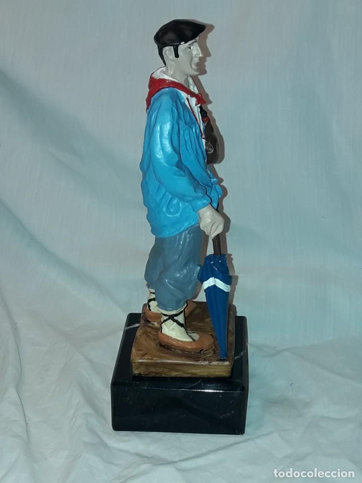 Antigüedades: Preciosa escultura resina policromada El Celedón Campesino Alavés con base de mármol 28cm - Foto 8 - 223980803