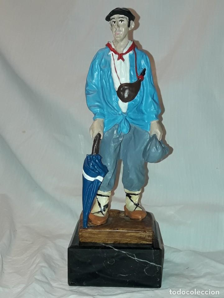 Antigüedades: Preciosa escultura resina policromada El Celedón Campesino Alavés con base de mármol 28cm - Foto 9 - 223980803