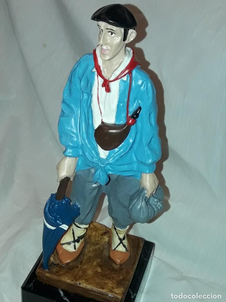 Antigüedades: Preciosa escultura resina policromada El Celedón Campesino Alavés con base de mármol 28cm - Foto 11 - 223980803