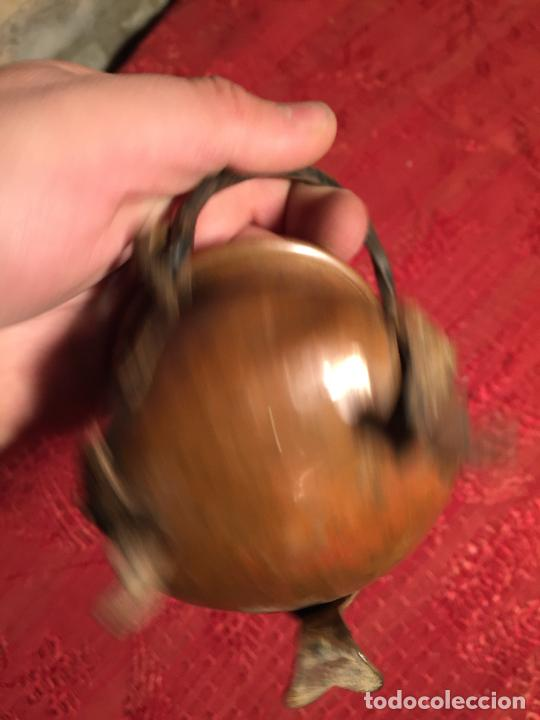 Antigüedades: Antigua pequeña olla / puchero de cobre con patas y asa de los años 60-70 - Foto 5 - 224000006