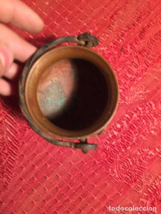 Antigüedades: Antigua pequeña olla / puchero de cobre con patas y asa de los años 60-70 - Foto 7 - 224000006