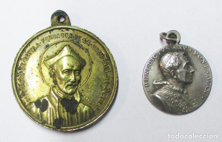 DOS MEDALLAS: SAN IGNACIO DE LOYOLA Y EL SANTO PADRE BENEDICTO XV. LOTE 0146 (Antigüedades - Religiosas - Medallas Antiguas)