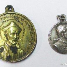 Antigüedades: DOS MEDALLAS: SAN IGNACIO DE LOYOLA Y EL SANTO PADRE BENEDICTO XV. LOTE 0146. Lote 224022152
