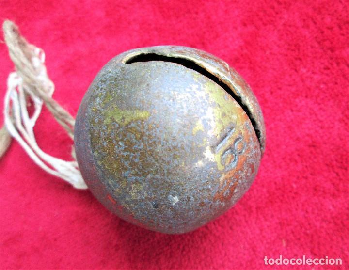 Antigüedades: CASCABEL DE BRONCE NUMERO 18 CON BONITO SONIDO Mide 5,2 cm. de diámetro - Foto 2 - 224041231