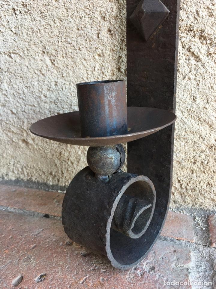Antigüedades: Aplique o portavelas antiguo de forja para pared - Hierro, candil, candelero, vela - Foto 3 - 224057821
