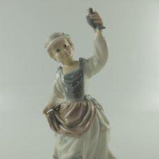 Antiquités: ANTIGUA FIGURA DE PORCELANA DE CALIDAD LLADRO NIÑA CON PAJARO EXCELENTE PIEZA DE COLECCIÓN. Lote 224058560