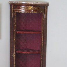 Antigüedades: ANTIGUO MUEBLE DE ESQUINA, CAOBA, TRABAJO DE MARQUETERÍA, ADORNOS DE BRONCE Y FORRADO EN SEDA 160 CM. Lote 224075022